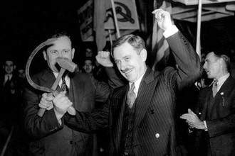 Генеральный секретарь Коммунистической партии США и кандидат в президенты Эрл Браудер во время предвыборного митинга в Нью-Йорке, 1936 год