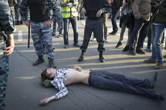 Россияне считают, что властям нужно договариваться с протестующими, а не давить их репрессиями