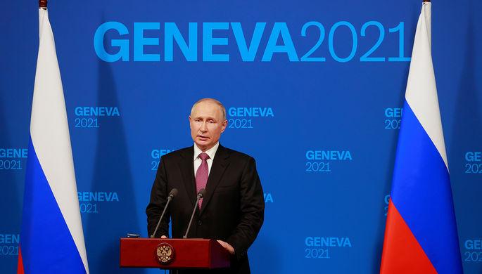 Президент России Владимир Путин во время пресс-конференции по итогам встречи с президентом США Джо Байденом в рамках российско-американского саммита на вилле Ла-Гранж в Женеве, 16 июня 2021 года