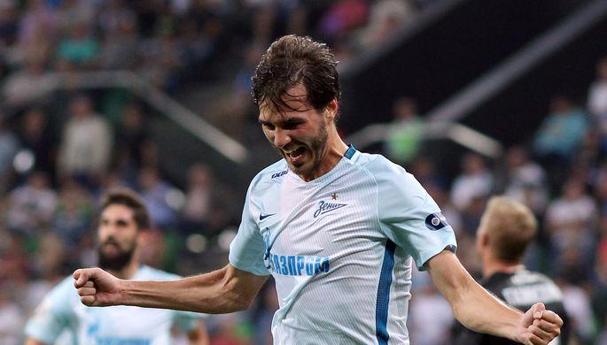 Полузащитник «Зенита» Александр Ерохин радуется своему голу в матче против...