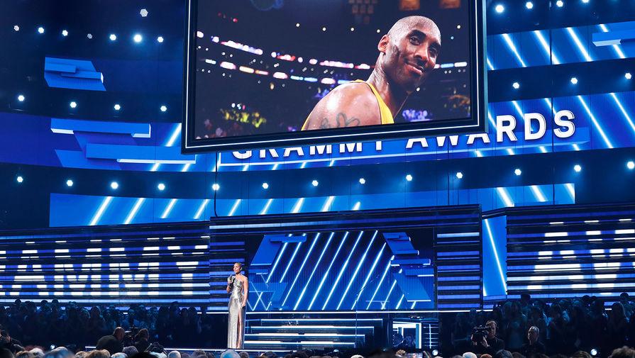 """Звезды НБА и """"Грэмми"""" почтили память Коби Брайанта"""
