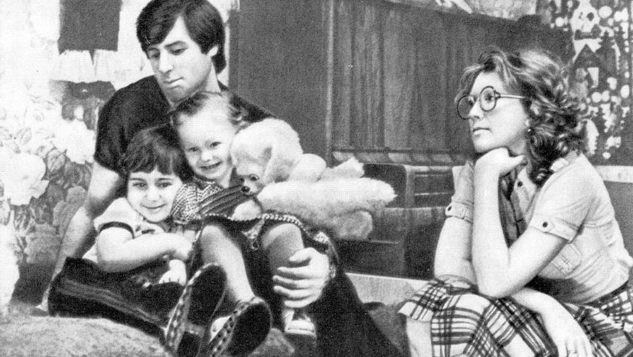 программу перетащите валерий харламов фото с женой и детьми практически виделась