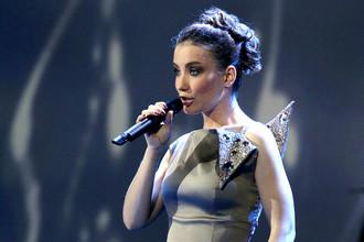 Виктория Дайнеко выступает на XVI ежегодной церемонии вручения народной музыкальной премии «Золотой граммофон» в Государственном Кремлевском дворце, 2011 год