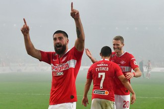 Самуэль Жиго (на переднем плане) только что забил второй гол в ворота ЦСКА