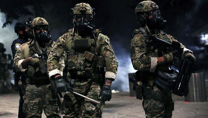 «Заставьте их покинуть наш город»: Трамп ввел войска в Портленд