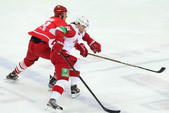 Денис Бодров (слева) против Максима Афиногенова