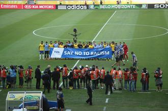 Игроки сборной Бразилии и не подозревали, что скоро их страна окажется в эпицентре расистского скандала