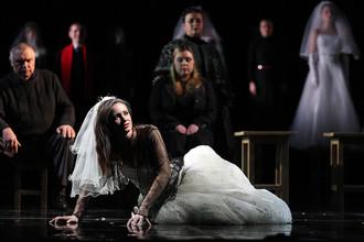 Сцена из спектакля Андрея Могучего «Царская невеста» в Михайловском театре
