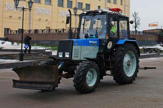 Милиция в Белорусии передвигается в том числе на тракторах