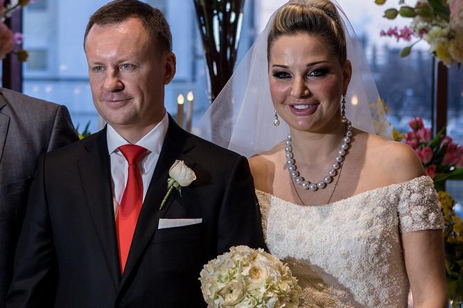 Депутат КПРФ Денис Вороненков и депутат Мария Максакова из «Единой России»