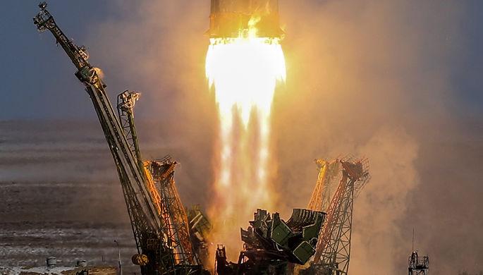Пуск ракеты-носителя «Союз-ФГ» с транспортным пилотируемым кораблем «Союз...