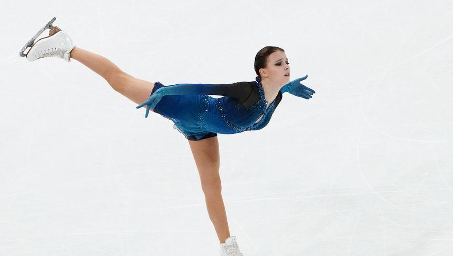 Анна Щербакова (Россия) выступает с короткой программой в женском одиночном катании на чемпионате мира по фигурному катанию в Стокгольме.