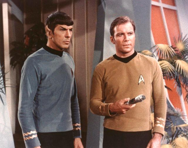 Леонард Нимой в роли Спока и Уильям Шетнер в роли капитана Кирка в сериале «Звездный путь», 1966 год