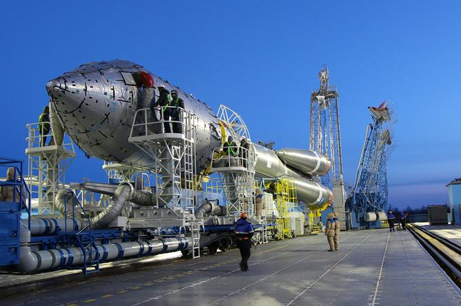 Установка ракеты-носителя «Союз-2.1а» на стартовой площадке космодрома «Восточный» в Амурской области, 29 января 2018 года