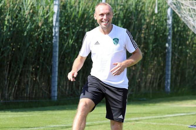 Денис Глушаков на первой тренировке в «Ахмате»
