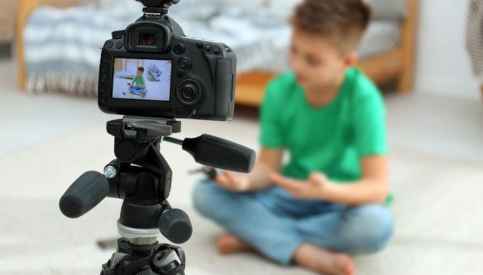 «Уже задолбали»: от чего страдают современные дети-блогеры