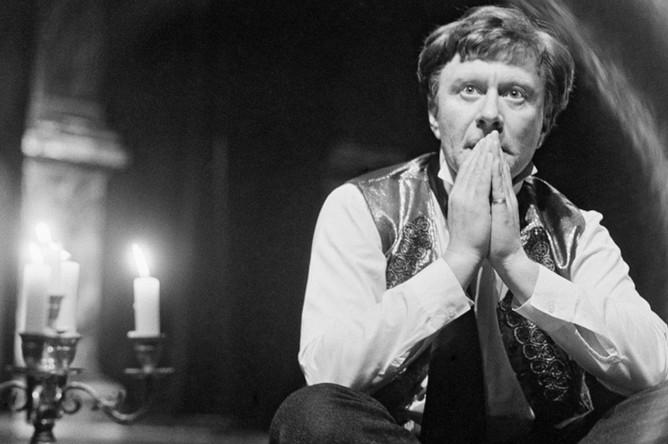 Андрей Миронов в роли Клаверова в спектакле «Тени», 1987 год