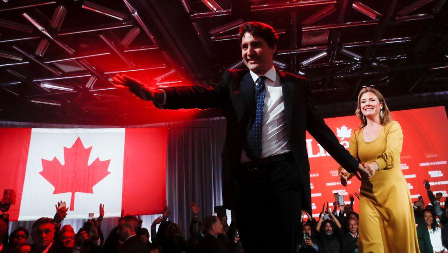 Премьер-министр и лидер Либеральной партии Канады Джастин Трюдо с супругой Софи Грегуар-Трюдо в Монреале, 22 октября 2019 года