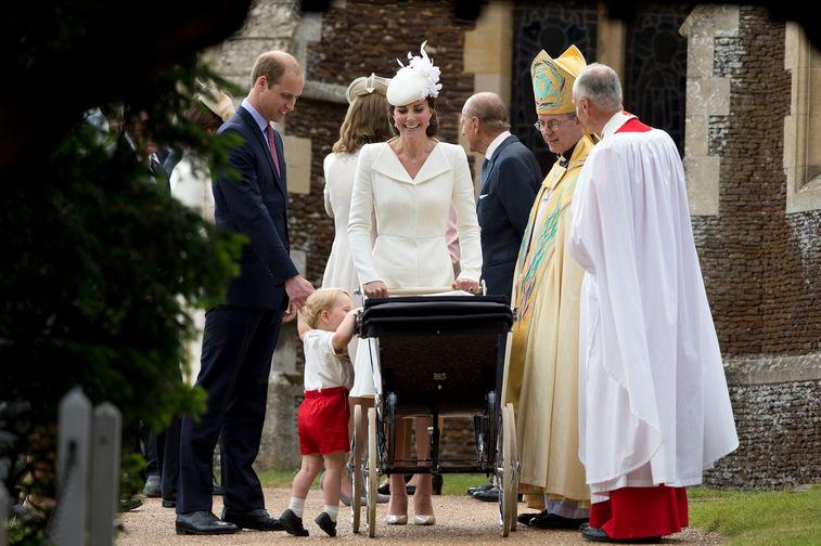 В 2015 году Кейт и Уильям стали родителями во второй раз – 2 мая у них родилась девочка, принцесса Шарлотта. Через два месяца – 5 июля – архиепископ Кентерберийский Джастин Уэлби крестил ее в церкви Святой Магдалины в резиденции Сандрингем