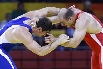 Бахтияр Ахмедов (слева) и Артур Таймазов в финале Олимпийских игр в Пекине
