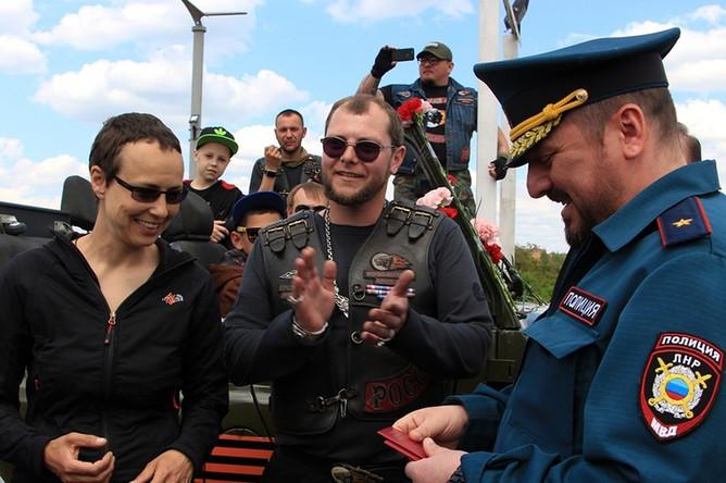 Певица Юлия Чичерина на открытии сезона мотоклуба «Ночные волки» в Луганске, 13 мая 2017 года