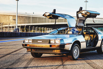 Автомобиль DeLorean DMC-12