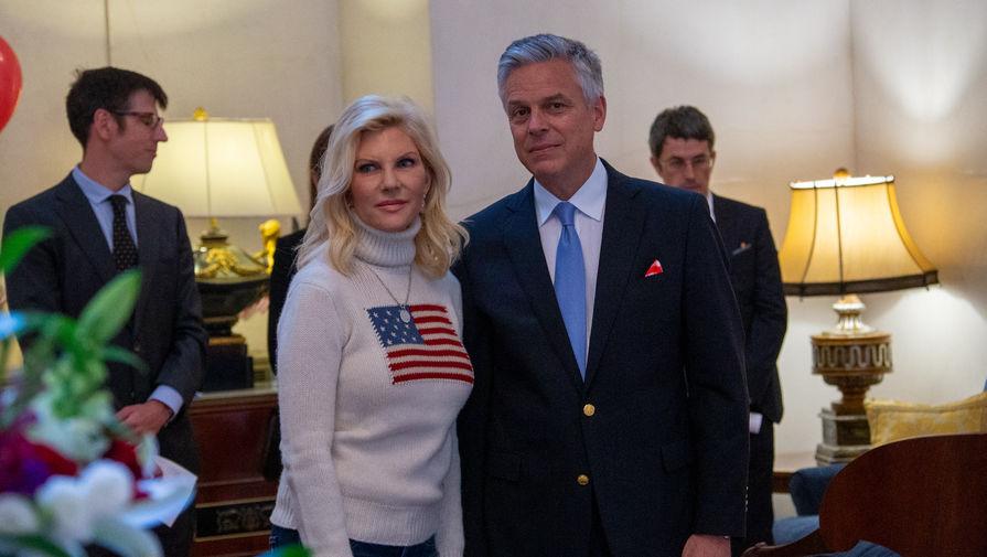 Посол США в России Джон Хантсман с супругой в официальной резиденции во время торжественного приема по случаю празднования Дня независимости Соединенных Штатов, 4 июля 2019 года