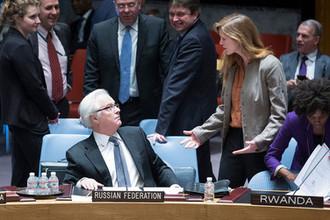 Постпред России при ООН Виталий Чуркин и постпред США Саманта Пауэр перед началом заседания Совбеза ООН в Нью-Йорке, 2014 год