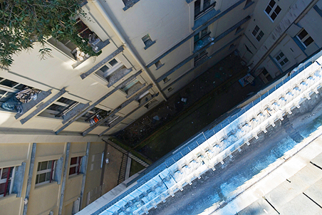 НаАэродромной улице с12 этажа выпал человек