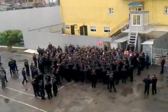 Заключенные ИК-3 города Иркутска во время переговоров с администрацией