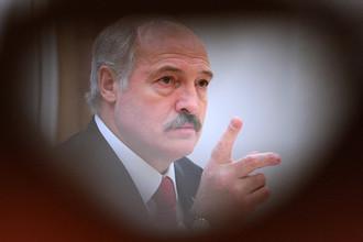 Александр Лукашенко предложил вернуть требование характеристик с прежнего места работы при новом трудоустройстве