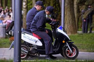 Помимо тракторов милиция в Белоруссии использует скутеры. Основное преимущество скутеров — их мобильность, что делает их незаменимым транспортом, например, в парках