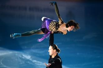 Юко Кавагути и Александр Смирнов во время показательных выступлений на чемпионате России