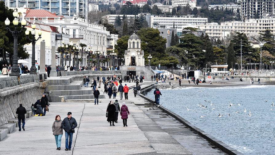 В Крыму ожидают принять более 6 млн туристов в 2021 году