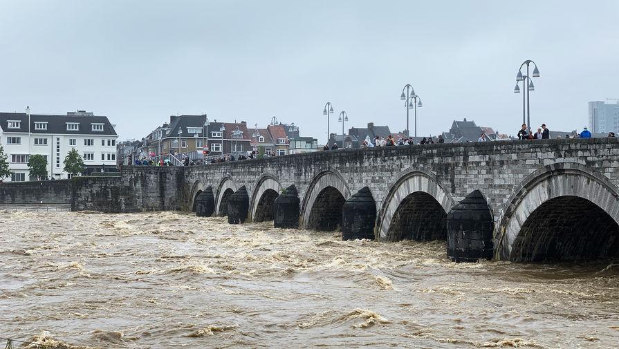 В Нидерландах эвакуируют около 15 тыс человек из-за угрозы наводнения