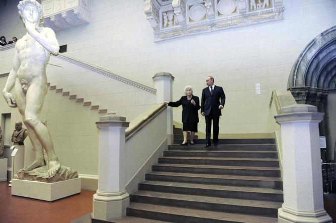 Во время митингов протеста Владимир Путин поехал в музей имени Пушкина