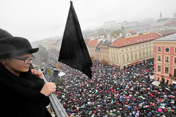 Митинг против запрета абортов в центре Варшавы