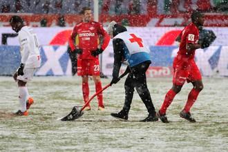 Матч «Локомотив» — «Спартак» прошел под обильным снегопадом