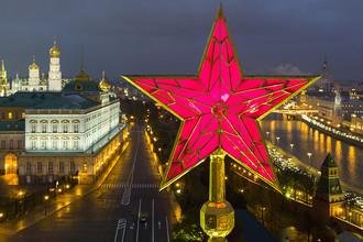 Звезда на Водовзводной башне Московского Кремля, 2016 год