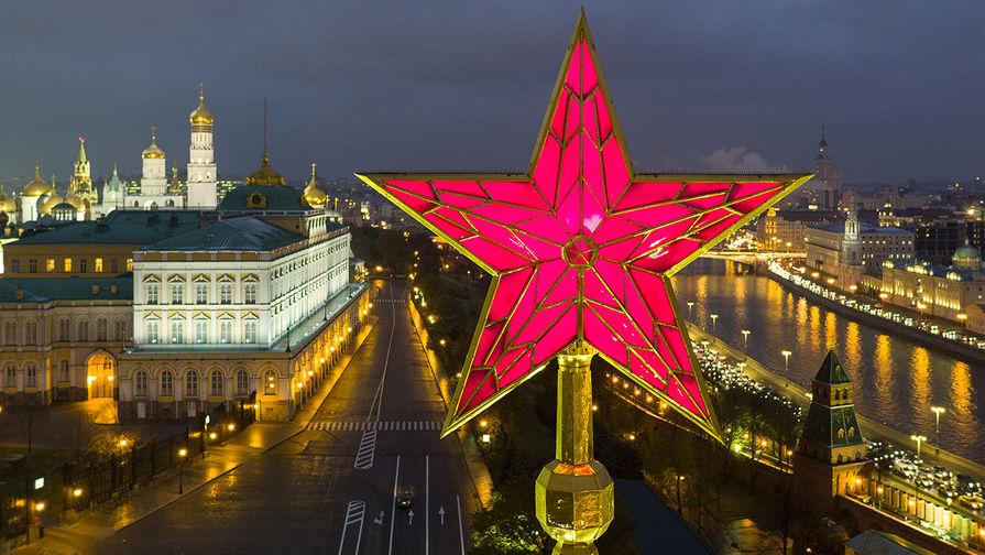 Московские звезды: что украшает ВДНХ, Речной вокзал и Кремль