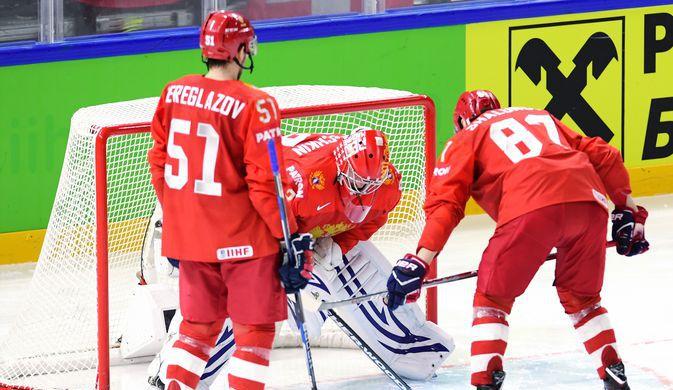Игроки сборной России Алексей Береглазов, Василий Кошечкин и Максим Шалунов (слева направо).