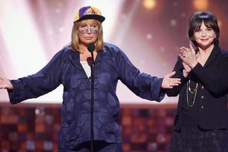 Актрисы Пенни Маршал и Синди Уильямс, звезды сериала Лаверна и Ширли, во время церемонии вручения наград TV Land Awards в Санта-Монике, 2008 год