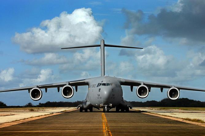 Стратегический военно-транспортный самолет Boeing C-17 Globemaster