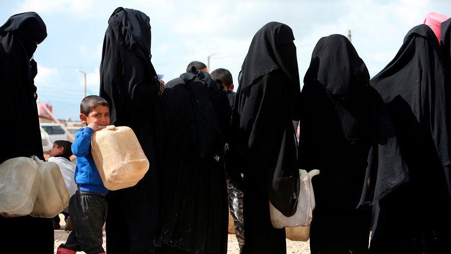 «Выгнали в пустыню»: куда делись пропавшие в Сирии женщины