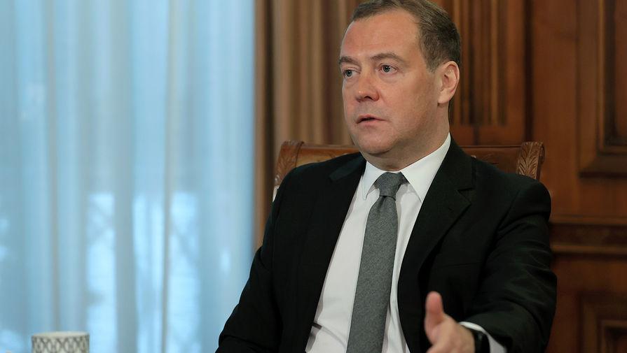 Дмитрий Медведев проголосовал на выборах в Госдуму