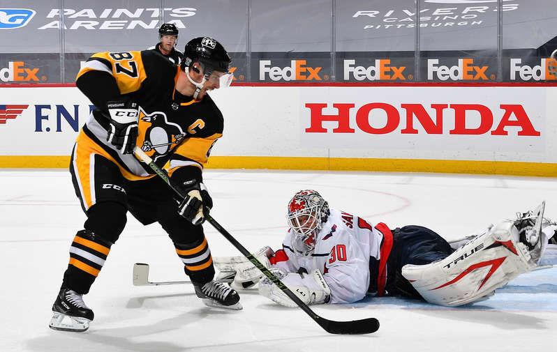 Илья Самсонов спасает «Вашингтон» после броска Сидни Кросби из «Питтсбурга» в своем на данный момент последнем матче в НХЛ
