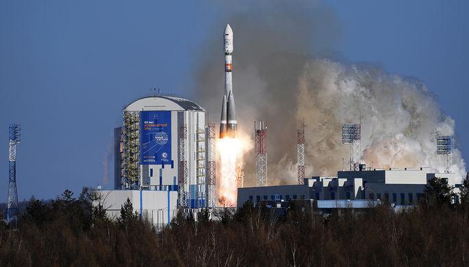 Запуск ракеты ракеты-носителя «Союз-2.1а» со спутниками на борту с космодрома...