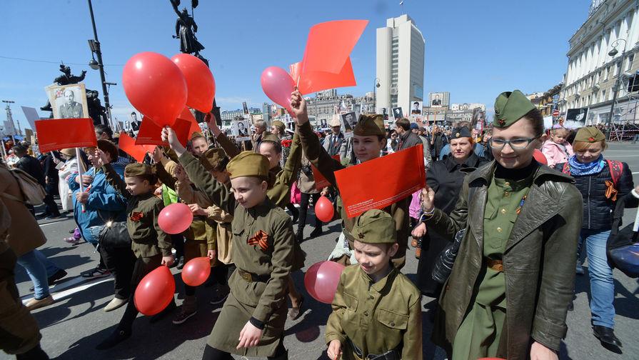 Участники акции «Бессмертный полк» во Владивостоке, 9 мая 2019 года