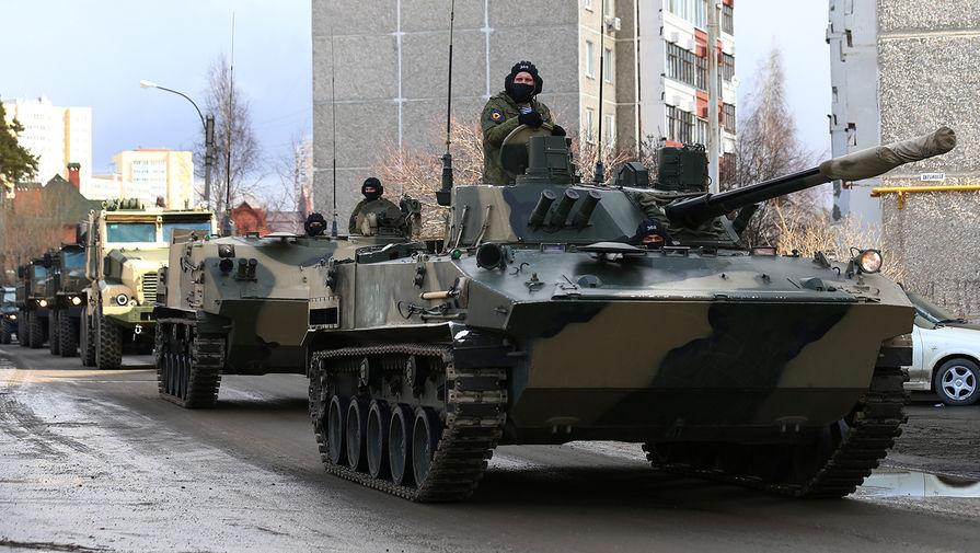Военная техника во время репетиции парада Победы в Екатеринбурге, 14 апреля 2020 года