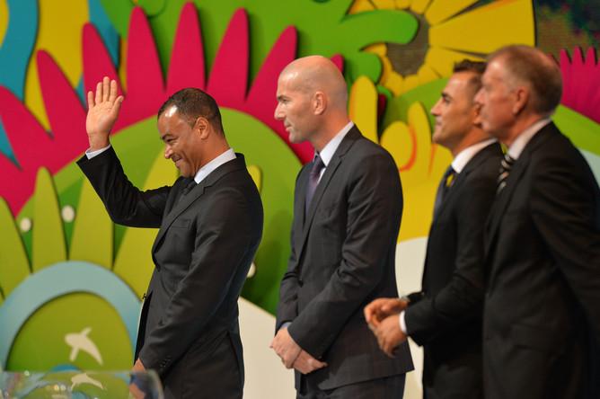 Почетные гости официальной церемонии- Джеф Херст, Марио Кемпес, Фабио Каннаваро, Лотар Маттеус, Зинедин Зидан, Фернандо Йерро, Кафу и Алсидес Джиджа